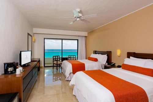 Flamingo Cancun Resort Photo