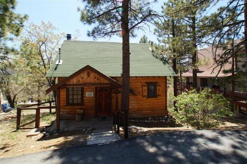 Squirrel's Nest by Big Bear Cool Cabins - Fawnskin, CA 92333