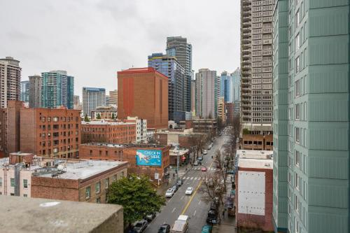 Ultra Modern Luxury Condo near Pike Place by Domicile