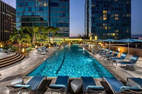 Luxury Two Bedroom Suite With Panoramic Views - Los Angeles, CA 90005