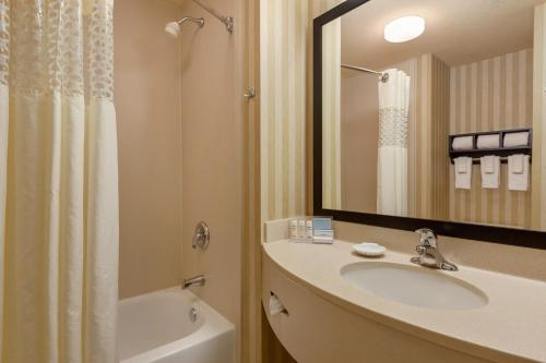 Hampton Inn Saint Robert Photo