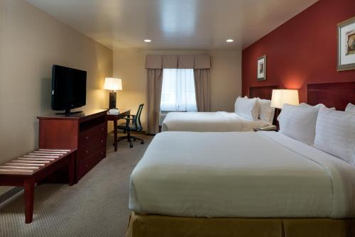 Holiday Inn Express Hotel & Suites Los Angeles Airport Hawthorne Photo