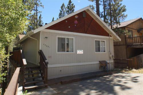 Chateau Penguin by Big Bear Cool Cabins - Big Bear Lake, CA 92315