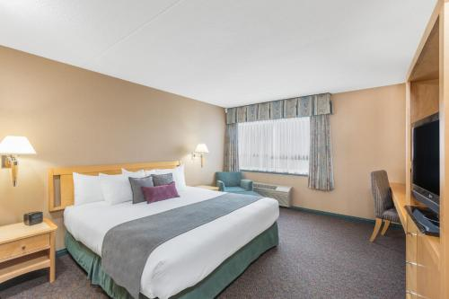Ramada Hotel Prince George Photo