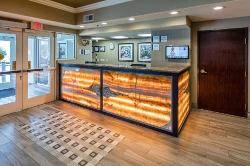Best Western Plus Airport Inn And Suites - Oakland, CA 94621
