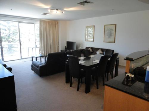 Glenelg Beachside Apartments photo 11