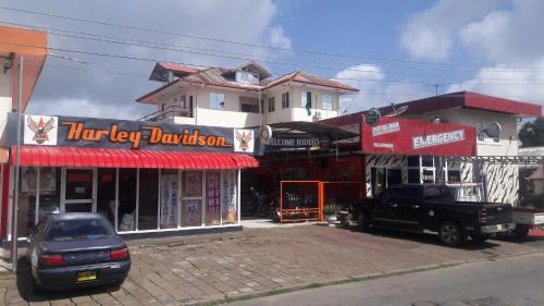 Hotel Bar Restaurant Emergency 911, Paramaribo