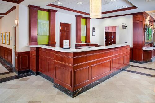 Hilton Garden Inn Virginia Beach Town Center Photo