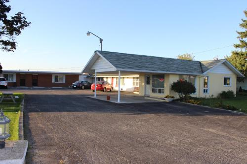 Colonial Motel Photo