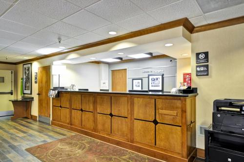 Hampton Inn Memphis - Poplar Photo