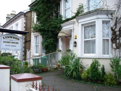 Lynwood Guest House in Redhill from £56