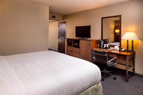 Holiday Inn Hotel & Suites Oklahoma City North Photo