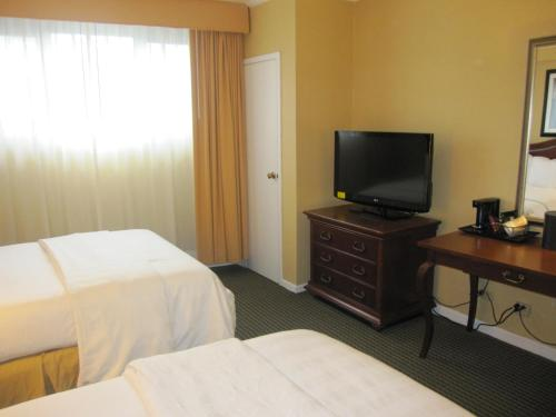 Queens Garden Inn Suites JFK Hotel Ammeo