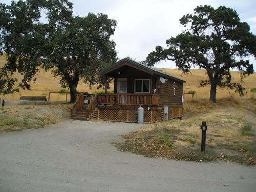 San Benito Camping Resort One-Bedroom Cabin 7 - Hollister, CA 95043