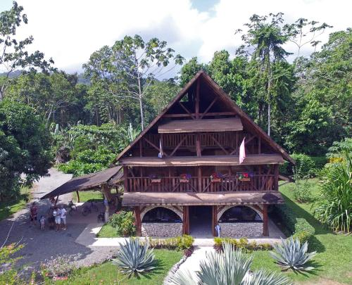 Hotel Suizo Loco Lodge & Resort Photo