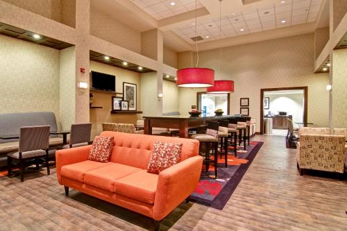 Hampton Inn & Suites Red Deer Photo