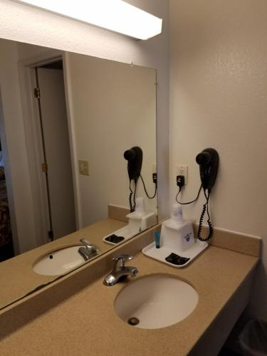 Americas Best Value Inn-Indy South photo 27