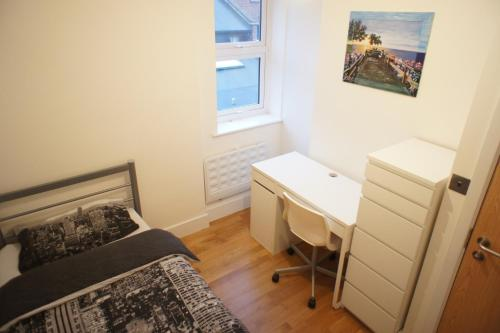 Cosy 4 Double Bedrooms Apartment photo 7