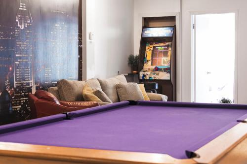 MtlVacationRentals - The Entertainer Photo