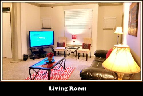 (2128) Pool-View Apt. 15min from TX Med Ctr