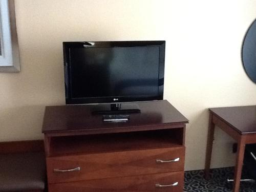 Holiday Inn Express Hotel & Suites Cocoa Beach Photo