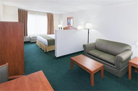 Holiday Inn Express Hotel & Suites Vinita Photo