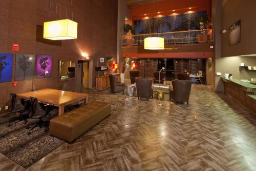 Best Western Plus Scottsdale Thunderbird Suites Photo