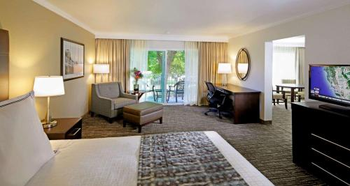 Best Western Plus Garden Court Inn Photo