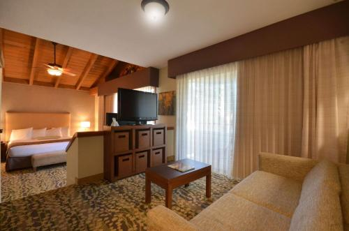 Best Western The Inn & Suites Pacific Grove - Pacific Grove, CA 93950