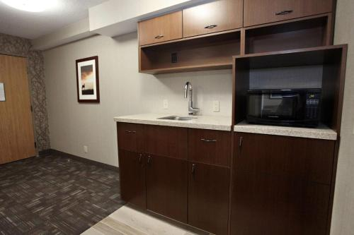 Best Western PLUS CottonTree Inn Photo