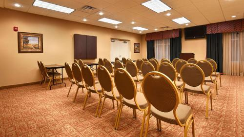 Best Western Plus Cecil Field Inn & Suites Photo