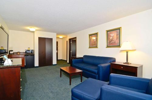 Best Western Plus Gas City Photo