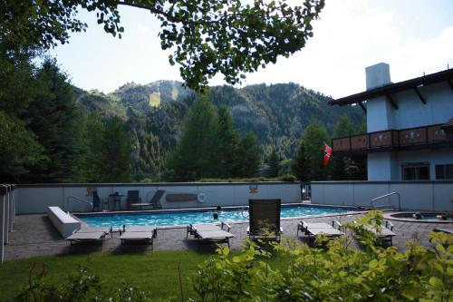 Best Western Tyrolean Lodge Photo