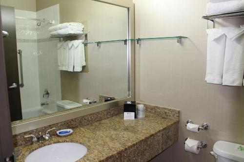 Best Western Plus Uptown Hotel Photo