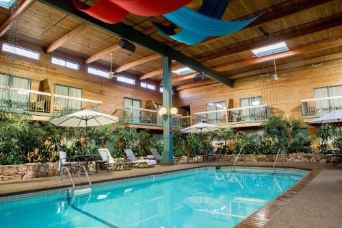Best Western Plus Coquitlam Inn Convention Centre Photo