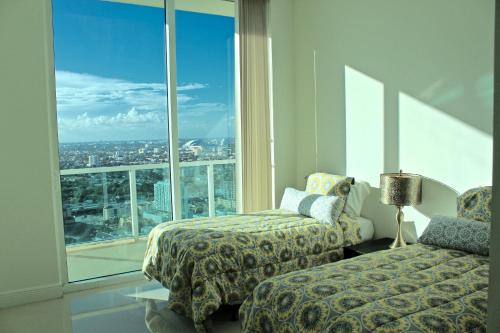 LYX Suites at One Broadway in Brickell Photo