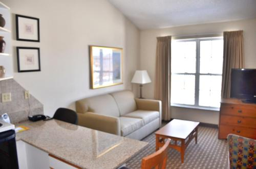 Cresthill Suites Syracuse Photo