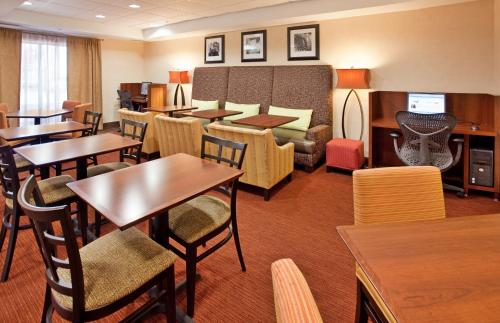 Hampton Inn Kansas City-Lee's Summit in Lees Summit