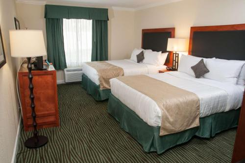 Best Western Plus Eagle Lodge & Suites Photo