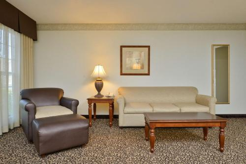 Best Western Plus Steeplegate Inn - Davenport, IA 52806