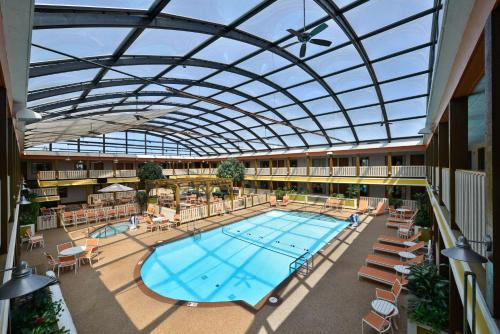 Best Western Plus Dubuque Hotel and Conference Center Photo