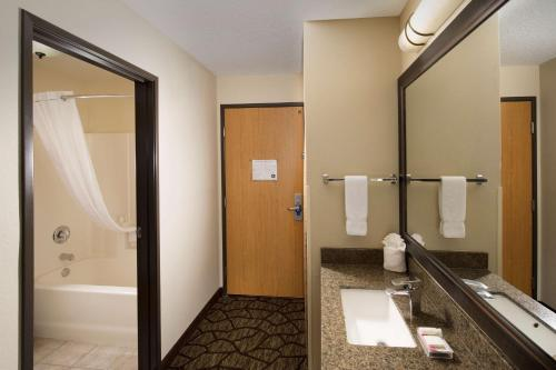Best Western PLUS Vancouver Mall Hotel Photo