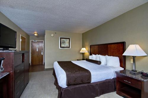 Best Western Plus Inn at Hunt Ridge Photo