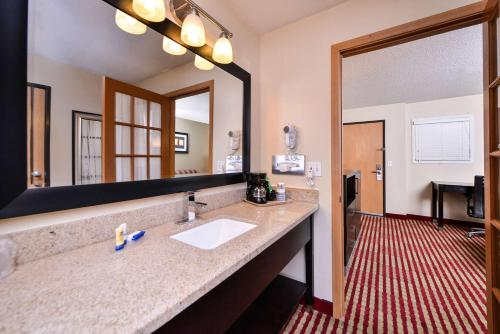 Best Western Germantown Inn Photo