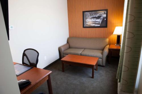 Best Western Plus Service Inn & Suites Photo