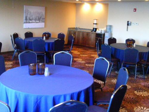 Best Western Plus Camrose Resort Casino Photo