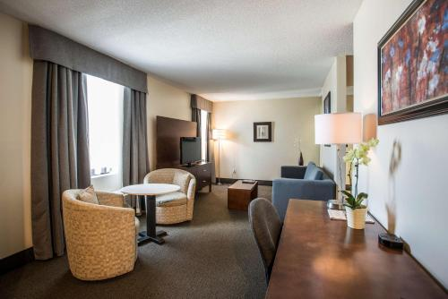 Best Western Plus Hotel Albert Rouyn-Noranda Photo