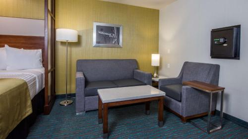 Best Western Plus Gardena Inn & Suites Photo