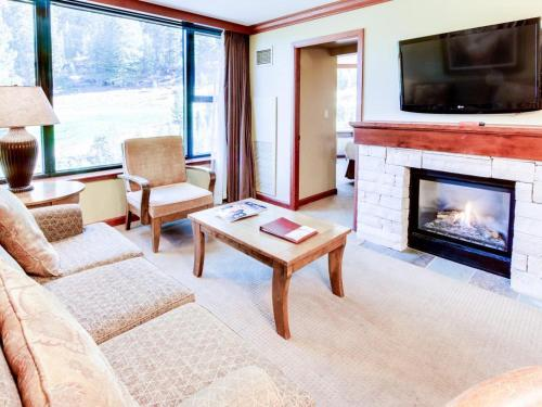 Resort at Squaw Creek 555 Fireplace Suite