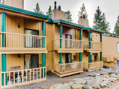 Kings Run Central Condo with Pool and Hot Tub! - Tahoe Vista, CA 96148
